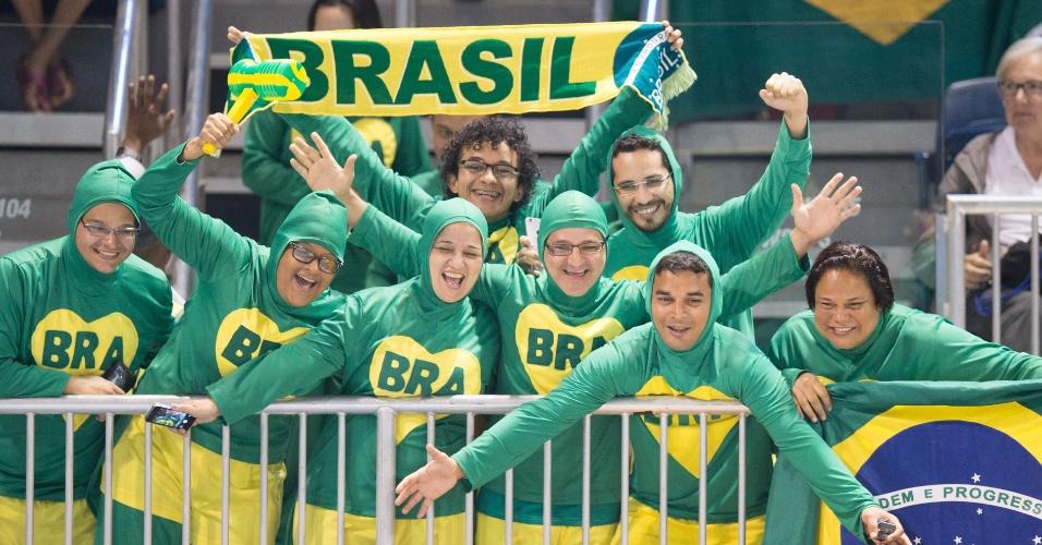 """""""Chapolins"""" brasileiros marcaram presença no último dia de disputas da ginástica rítmica"""
