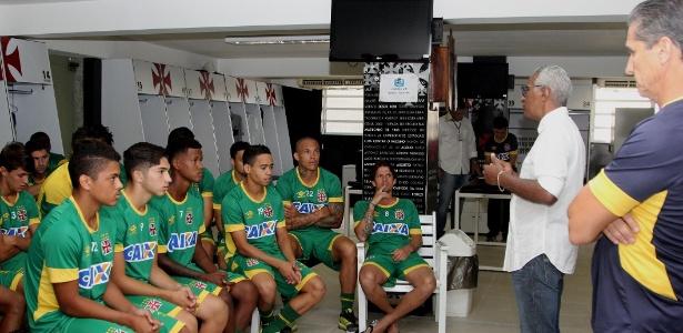 Com novos uniformes, jogadores têm palestra do gerente Isaías Tinoco e do técnico Jorginho
