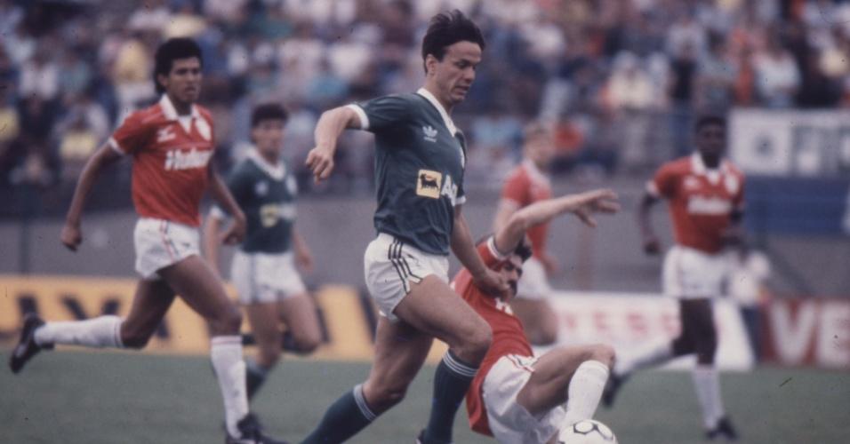 Atacante Gaúcho em ação pelo Palmeiras no Campeonato Brasileiro de 1988