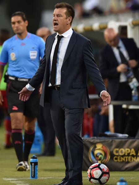 Dunga foi técnico da seleção brasileira entre 2006 e 2010, e entre 2014 e 2016 - Hector Retamal/AFP Photo