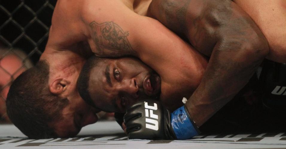 Vitor Belfort finalizou Anthony Johnson no UFC 142, no Rio de Janeiro