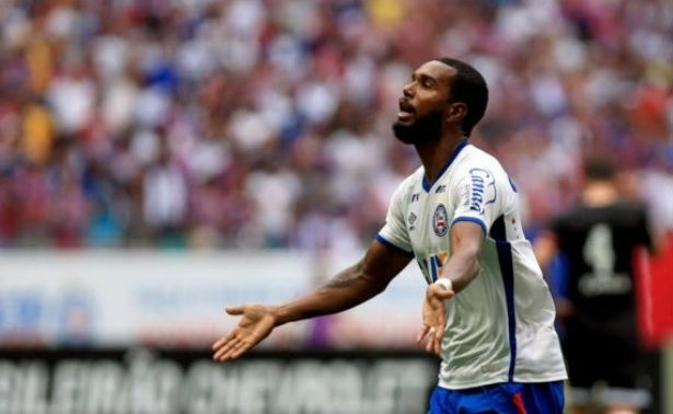Luiz Antônio comemora após marcar pelo Bahia
