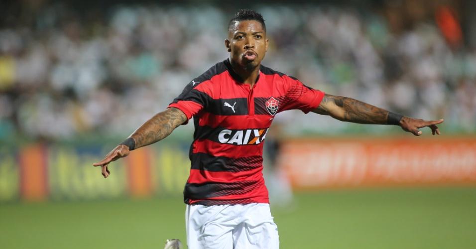Marinho marca para o Vitória contra o Coritiba
