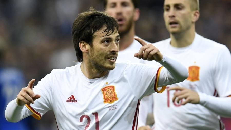 David Silva com a camisa da seleção espanhola - AFP PHOTO / CHRISTOPHE SIMON