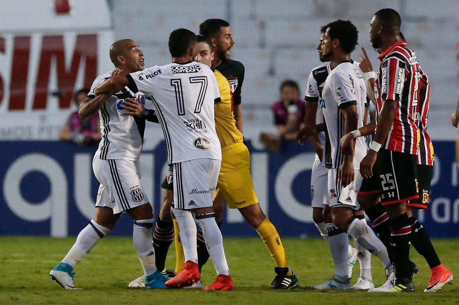 Emerson Sheik se envolveu em discussão com Rodrigo Caio