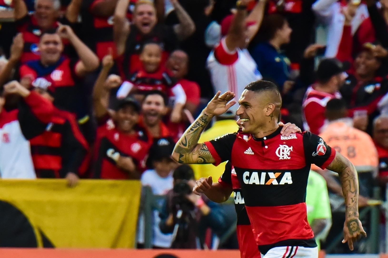 Guerrero comemora após abrir o placar para o Flamengo contra o São Paulo