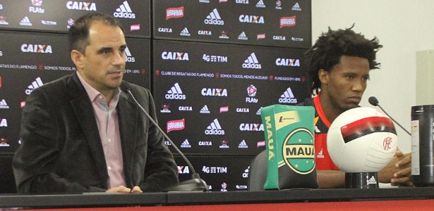 Rodrigo Caetano (e) e Rafael Vaz discutiram de forma áspera após derrota do Flamengo