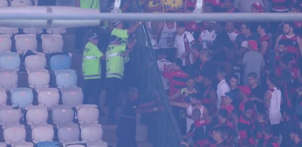 Torcedores do Flamengo tentam trocar de setor antes da final no Maracanã: confusão