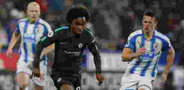 Willian em ação na partida do Chelsea contra o Huddersfield - REUTERS/Andrew Yates