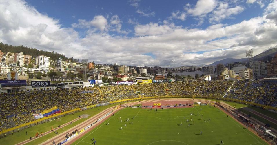 Estádio Olimpico Atahualpa, em Quito, durante o jogo entre Equador e Argentina, pelas Eliminatórias para a Copa de 2014
