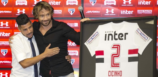 Com Lugano, Cicinho teve chance de anunciar adeus e receber homenagem do SP