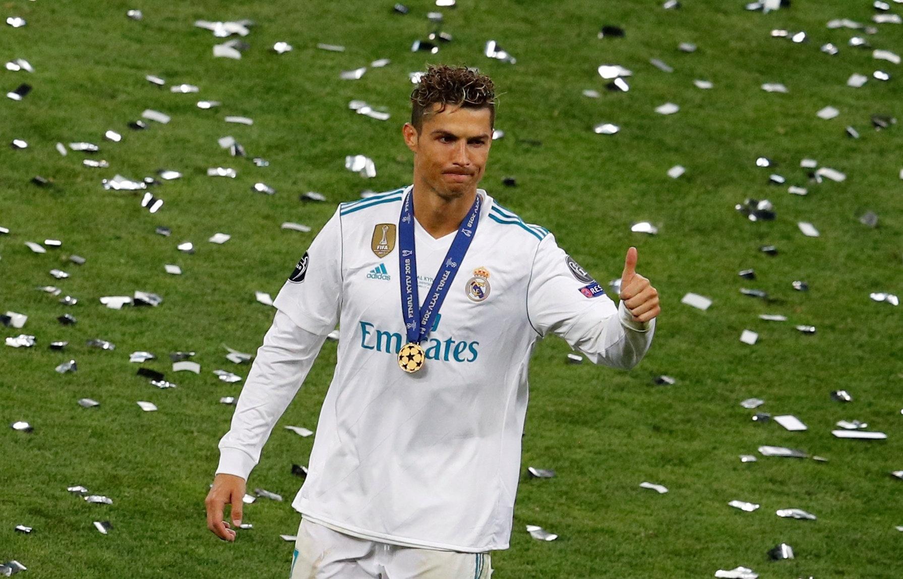 Cristiano Ronaldo acena após o título da Liga dos Campeões