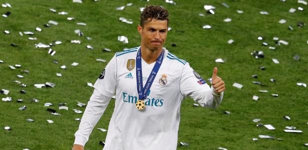 Cristiano Ronaldo acena após conquistar a Liga dos Campeões