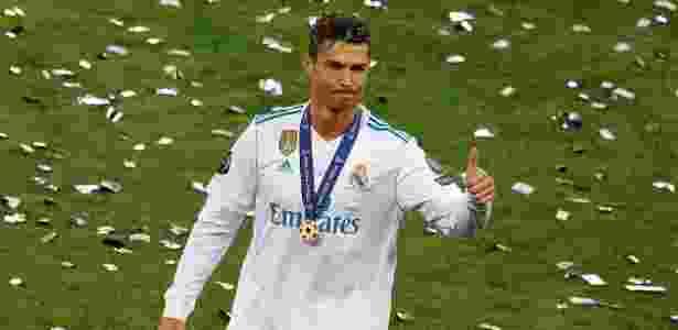 Cristiano Ronaldo acena após conquistar a Liga dos Campeões - Phil Noble/Reuters