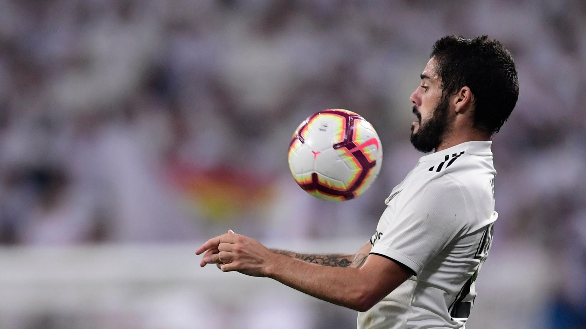 Isco domina a bola durante Real Madrid x Espanyol, neste sábado