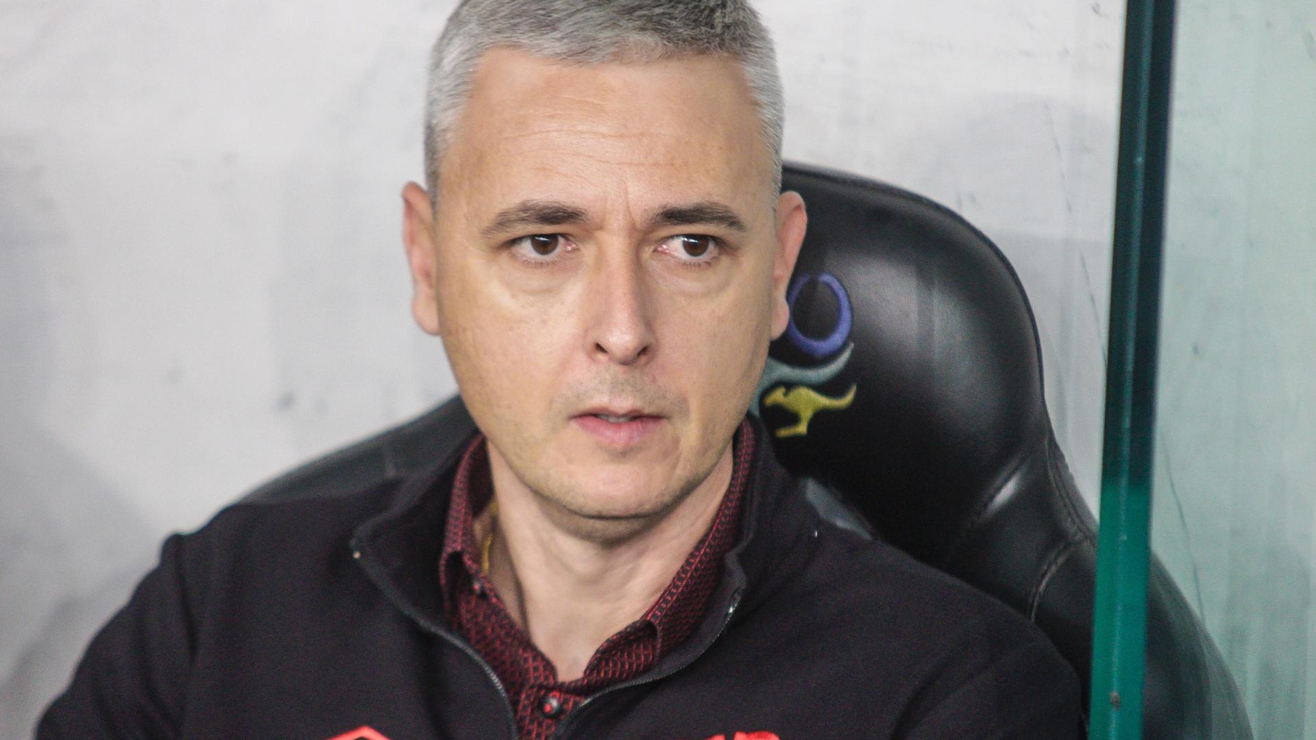 Tiago Nunes, técnico do Atlético-PR, antes de partida do Campeonato Brasileiro