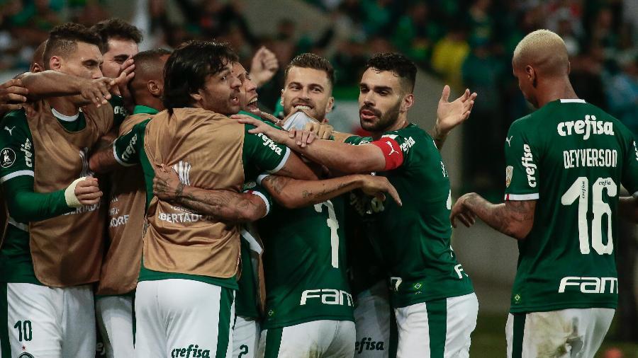 b19aad2fa Palmeiras supera protestos