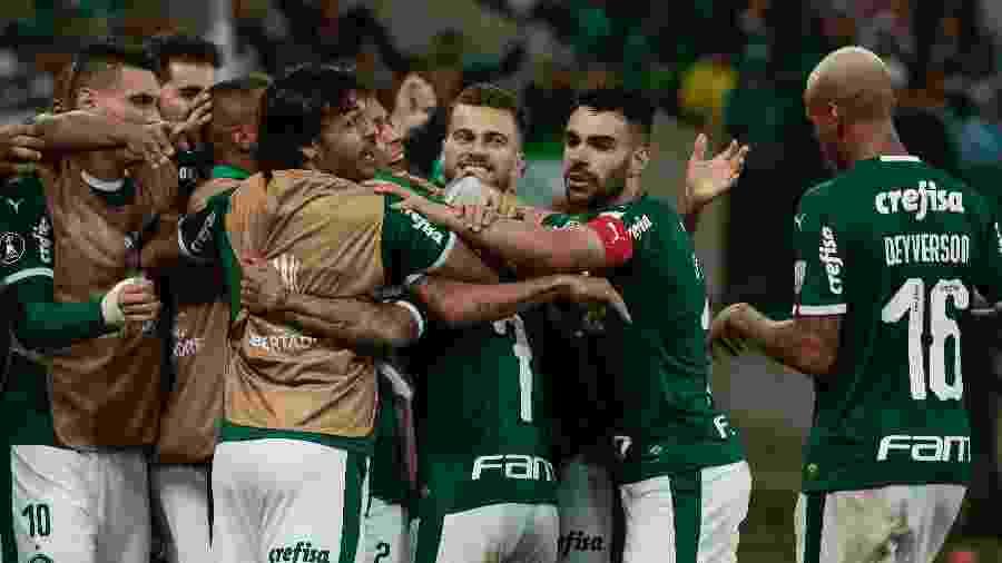 Jogadores do Palmeiras comemoram o gol de Dudu durante partida contra o Junior Barranquilla pela Libertadores 2019 - Marcello Zambrana/AGIF