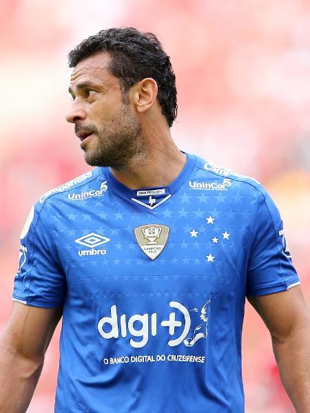 Fred, no Cruzeiro, em ação contra o Internacional - Pedro H. Tesch/AGIF