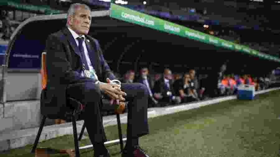 Óscar Tabárez comanda a seleção do Uruguai na primeira rodada da Copa América - Thomás Santos/AGIF