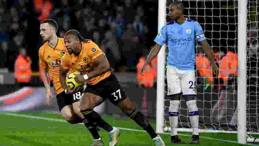 Adama Traoré comemora gol do Wolverhampton contra o Manchester City, clube que pode pagar 80 milhões de euros para contratá-lo - Getty Images