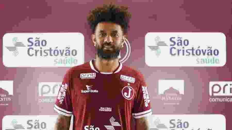 Volante Cristian posa com camisa do Juventus, da Mooca - Divulgação/Juventus