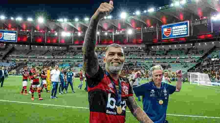 Gabriel comemora com o torcedor do Flamengo e é imitado por Jorge Jesus - Marcelo Cortes / Flamengo