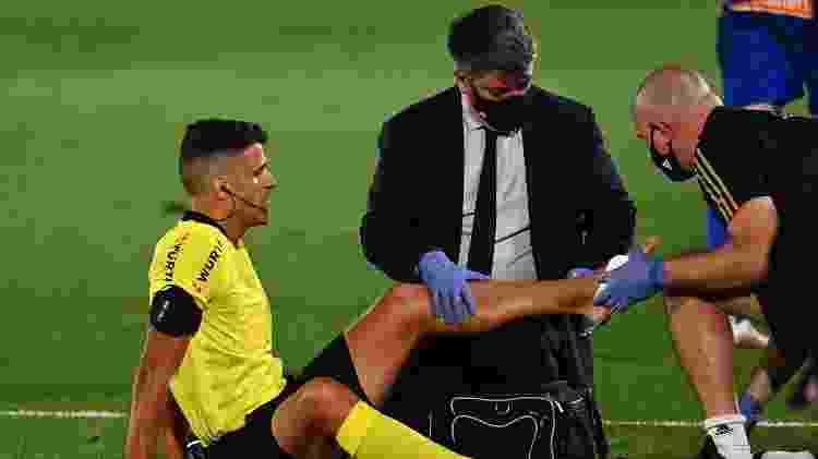 Árbitro Jesús Gil se lesionou durante primeiro tempo de Real Madrid x Alavés - GABRIEL BOUYS / AFP - GABRIEL BOUYS / AFP