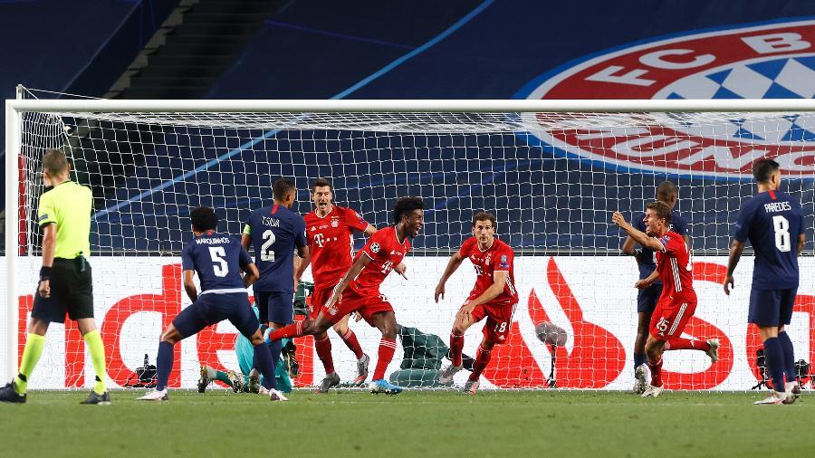 Jogadores do Bayern comemoram gol marcado por Kingsley Comas - Pool/Getty Images