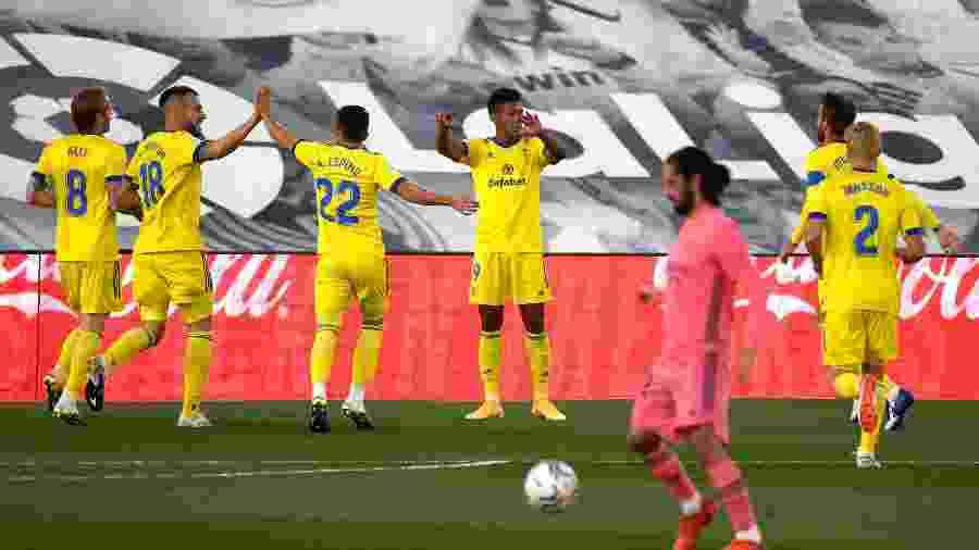 Cádiz comemora gol contra o Real - PIERRE-PHILIPPE MARCOU / AFP