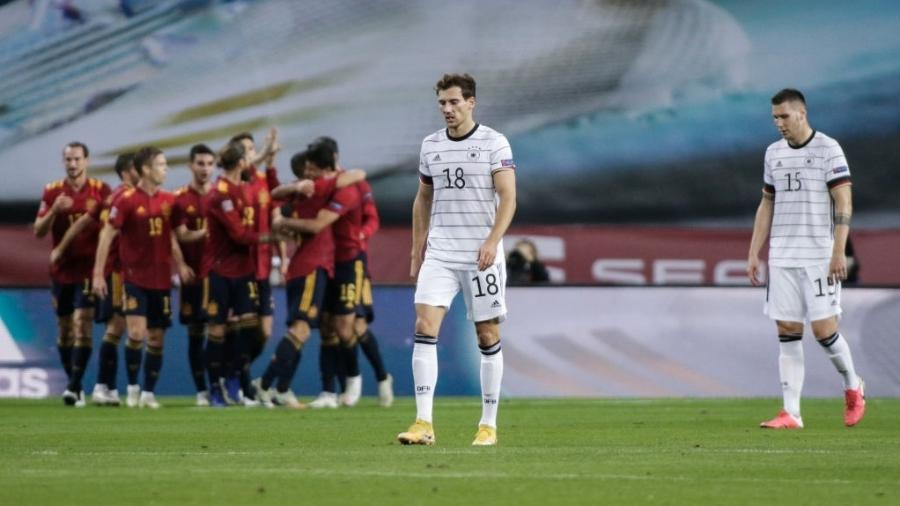 Jogadores da Alemanha lamentam durante a partida contra a Espanha, pela Liga das Nações - Getty Images