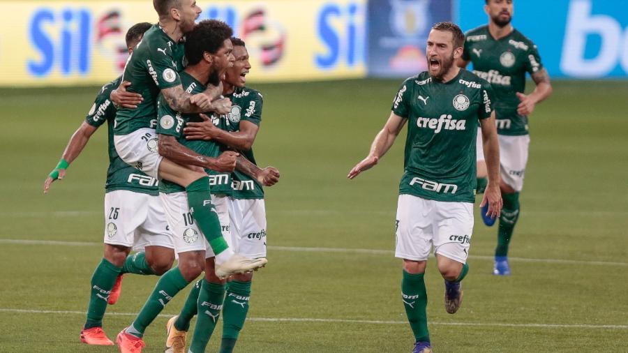Luiz Adriano, do Palmeiras, comemora seu gol contra o Bragantino pelo Brasileirão - Marcello Zambrana/AGIF