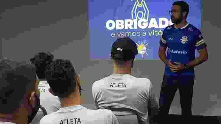 Lucas Meira, então presidente do Palmas (TO), durante conversa com o elenco no início deste ano - Divulgação/Twitter Palmas Futebol - Divulgação/Twitter Palmas Futebol