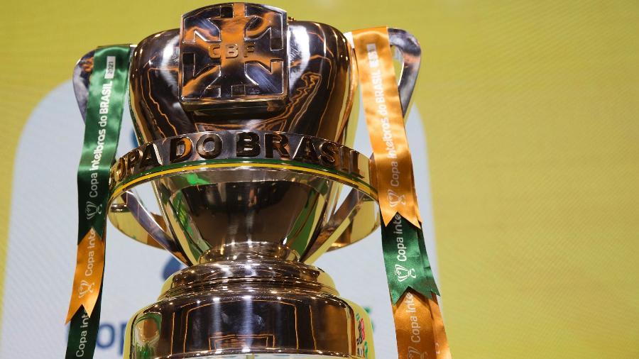 Troféu da Copa do Brasil exibido no sorteio das oitavas de final - Amanda Paiva/CBF