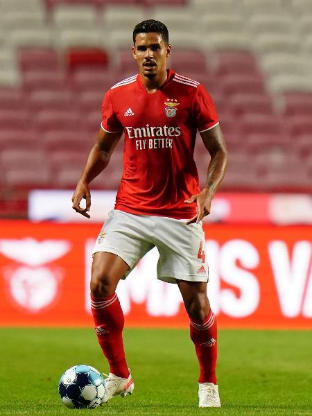 Lucas Veríssimo durante jogo do Benfica em 25 de julho de 2021 - Gualter Fatia/Getty Images
