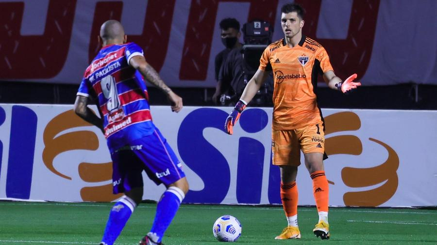 Tiago Volpi voltou a falhar no gol do São Paulo na eliminação para o Fortaleza - Marcello Zambrana/AGIF