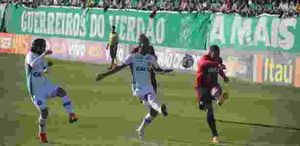 Renê (à direita), lateral esquerdo do Sport - Chapecoenseoficial / Flickr - Chapecoenseoficial / Flickr