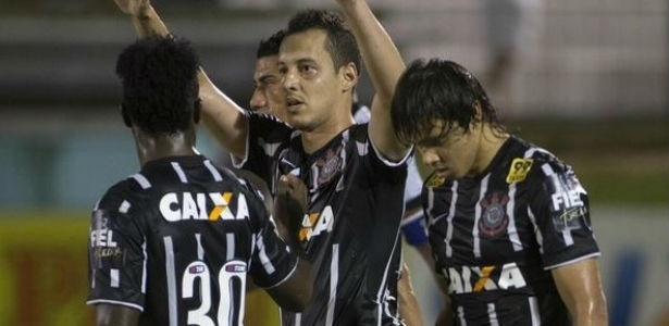 Rodriguinho, de pênalti, fez o gol do Corinthians em amistoso pouco atrativo