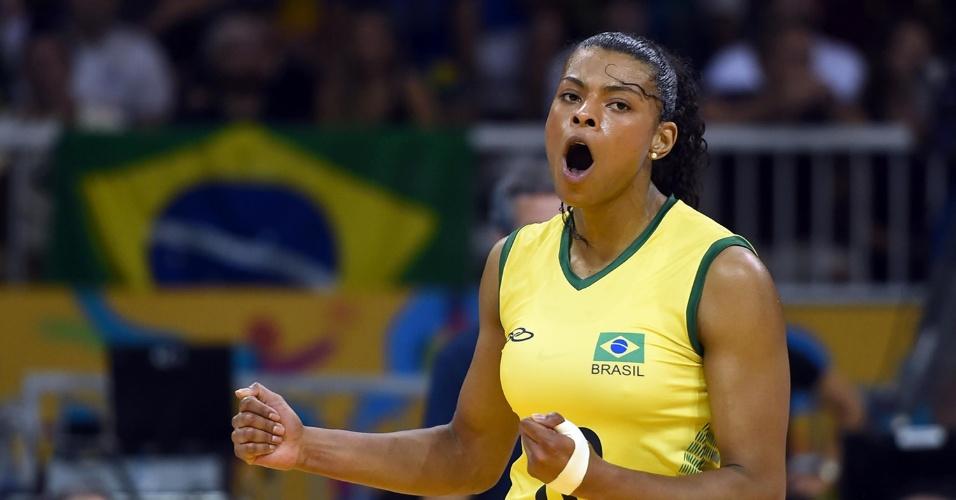 Fernanda Garay vibra com ponto do Brasil na final contra os Estados Unidos