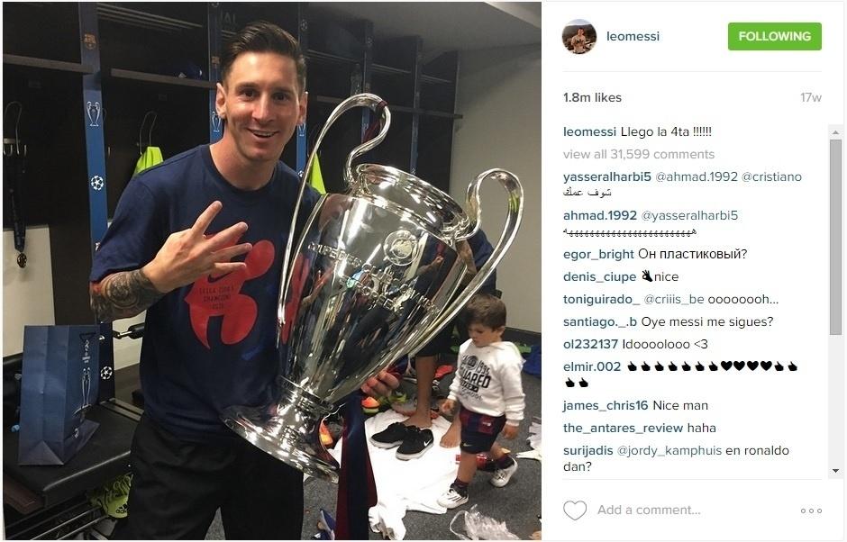 Messi com a tçaa da Liga dos Campeões