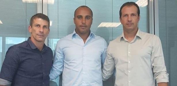 Deivid assina com o Cruzeiro e vai trabalhar ao lado de Pedrinho e Alexandre Lopes - Divulgação/Cruzeiro