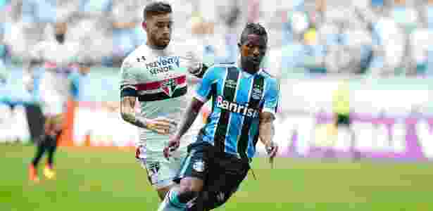 Equatoriano vai extrair parafuso rejeitado em cirurgia realizada em março - Lucas Uebel/Grêmio