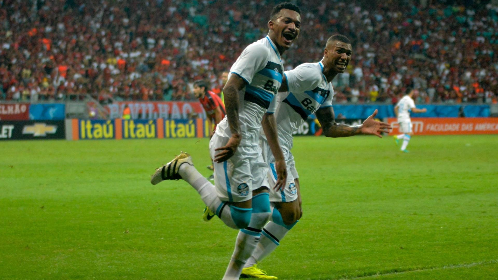 Jailson marca para o Grêmio contra o Vitória