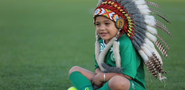 Carlos Miguel, 5 anos, costumava entrar em campo ao lado dos jogadores da Chape
