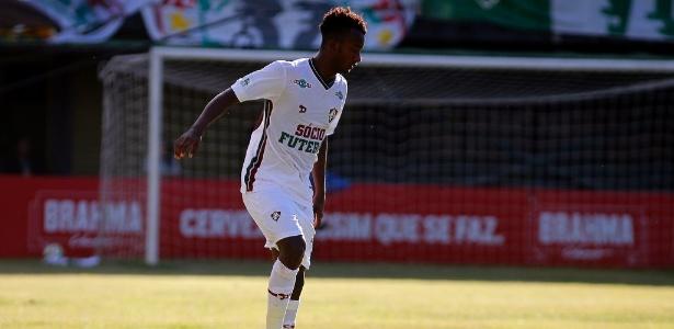 Orejuela em ação pelo Fluminense; jogador é dúvida para o clássico