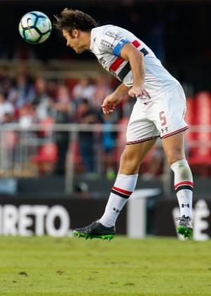Lugano foi titular e capitão contra o Flu