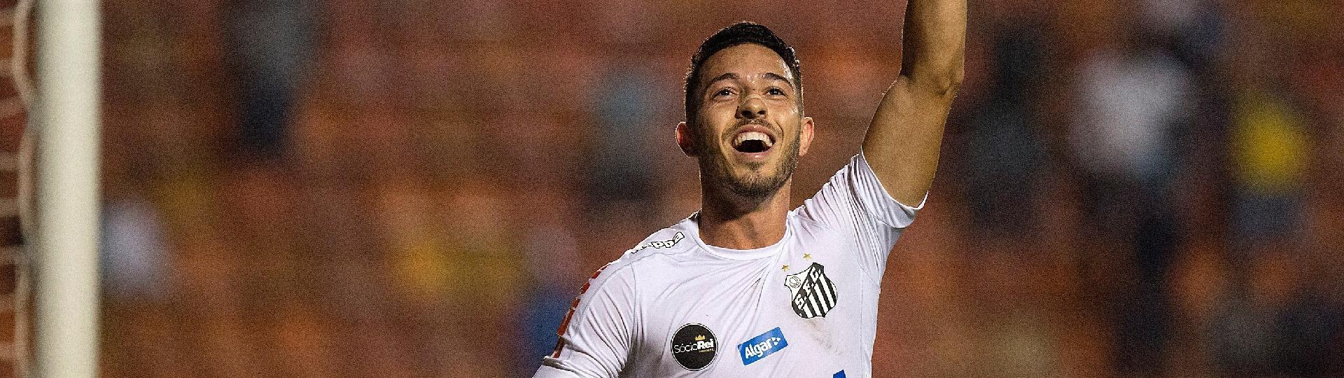 Jean Mota empata para o Santos contra o Vitória e comemora