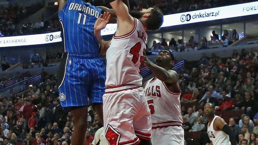 Mirotic e Portis (ambos de branco) teriam se desentendido em treino dos Bulls - Jonathan Daniel/Getty Images