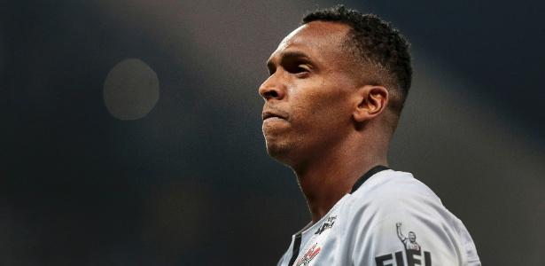Jô deixa Corinthians só um ano depois de chegar ao clube