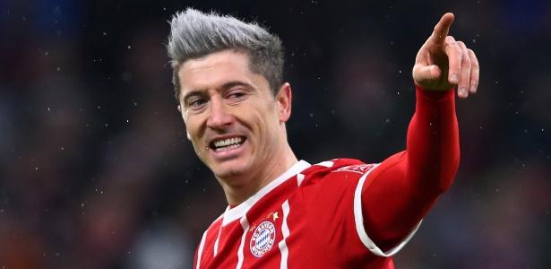 Lewandowski comemora após marcar pelo Bayern contra o Colônia